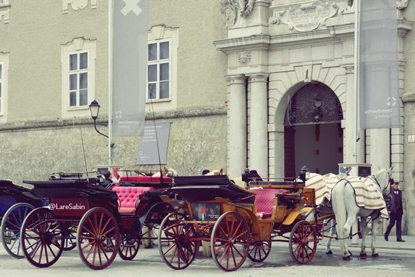 Deretan bendi di kota tua Salzburg.